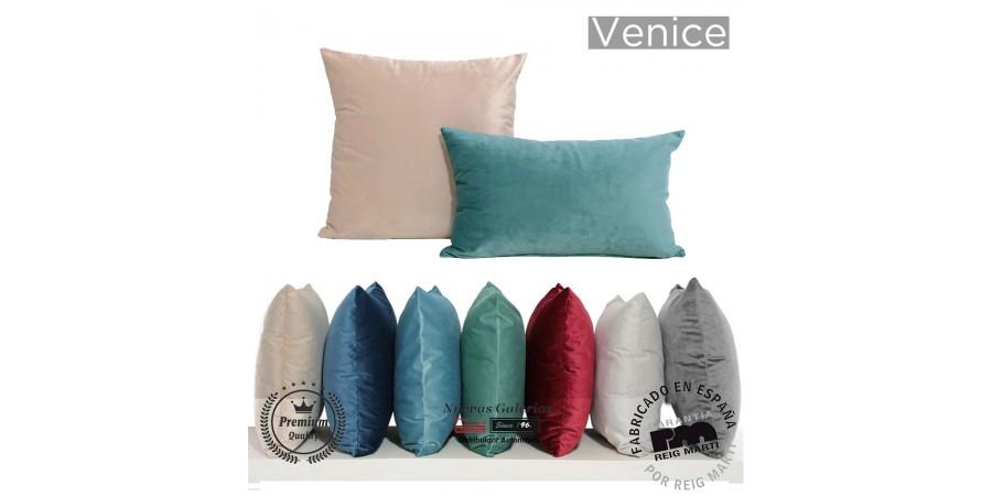 Reig Marti Velvet Cushion | VENICE
